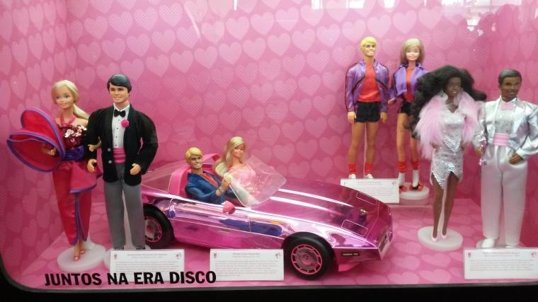 Encontro dos sonhos, Barbie e Ken super stars, patinadores e super stars negros.